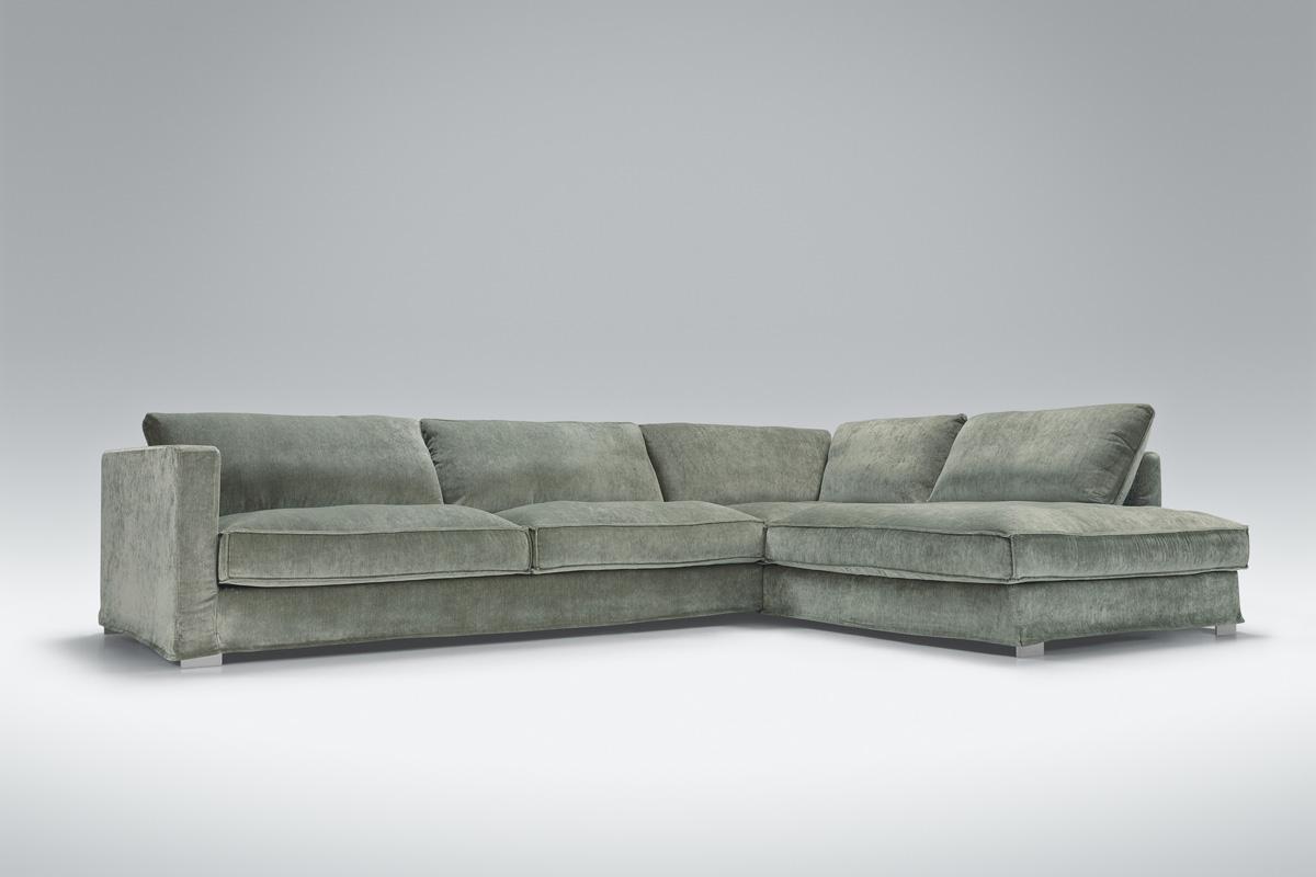 Komfortabel sofa i stof.