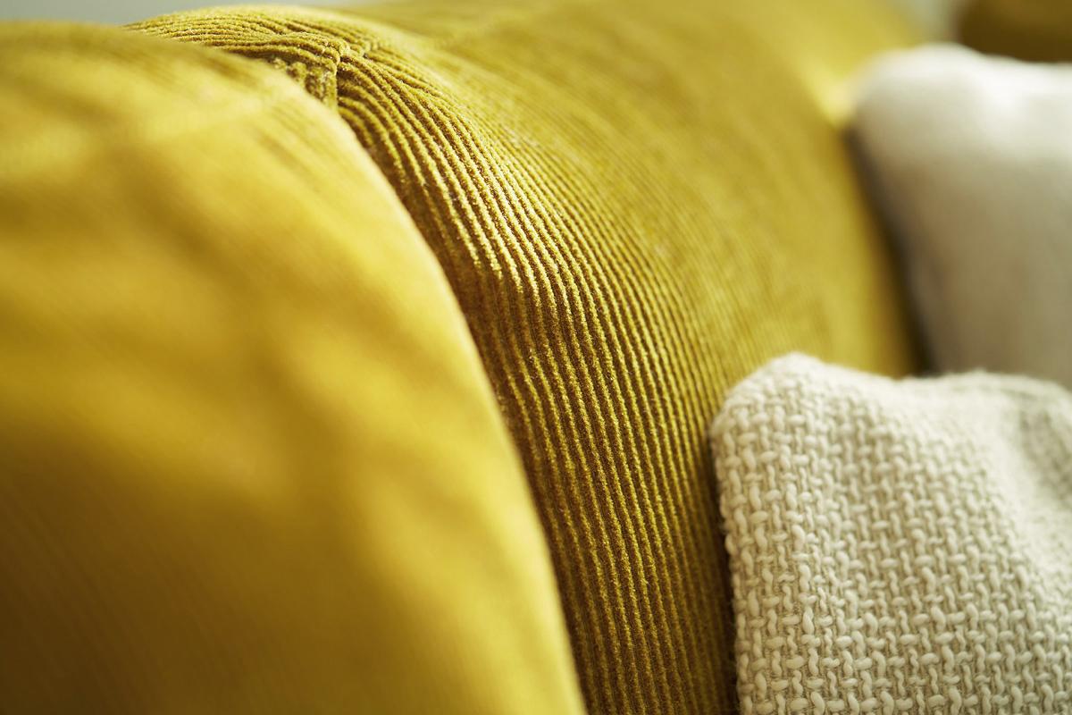Flot og spritny sofa.