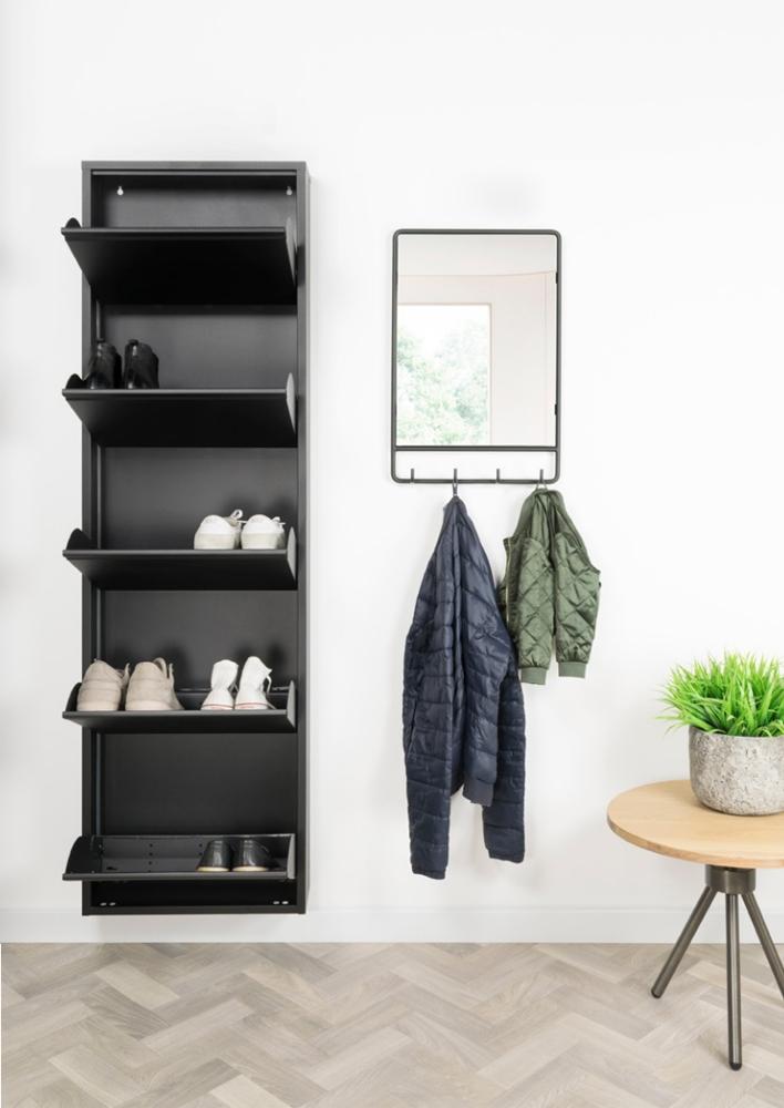 Et Billy skoskab er lavet af lavet i stål af høj kvalitet og i en finish med sort pulverbelægning.