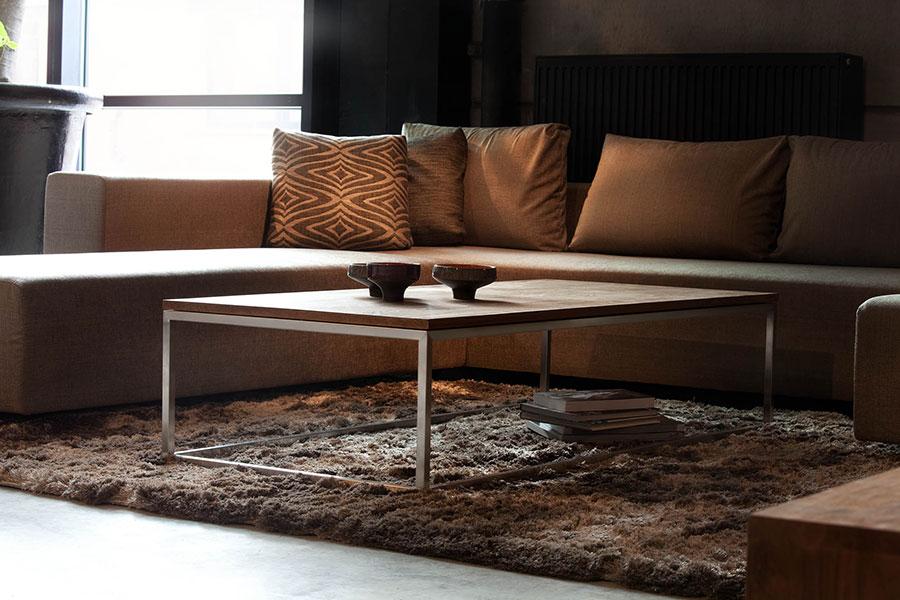 Indret din bolig med et sofabord fra Ethnicraft i efterårsnuancer.