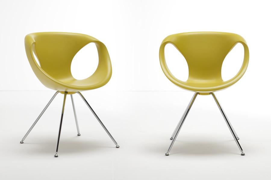 To spisebordsstole med armlæn er her vist med stolesæder i en gul farve.
