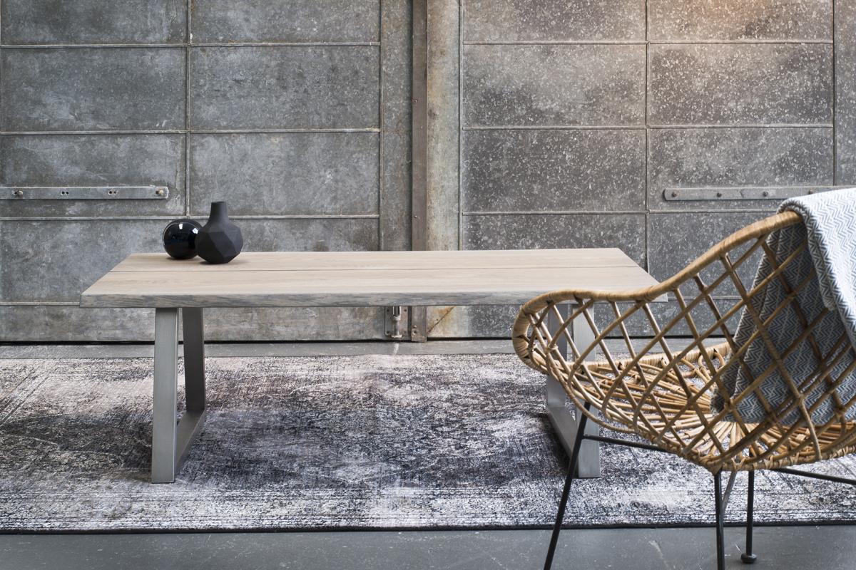Flot sofabord i massiv træ er her vist fra Wood by Kristensen, som du kan købe her hos BoShop. Danske designmøbler er kendte for den enkle linje og en kyndig brug af naturlige former.