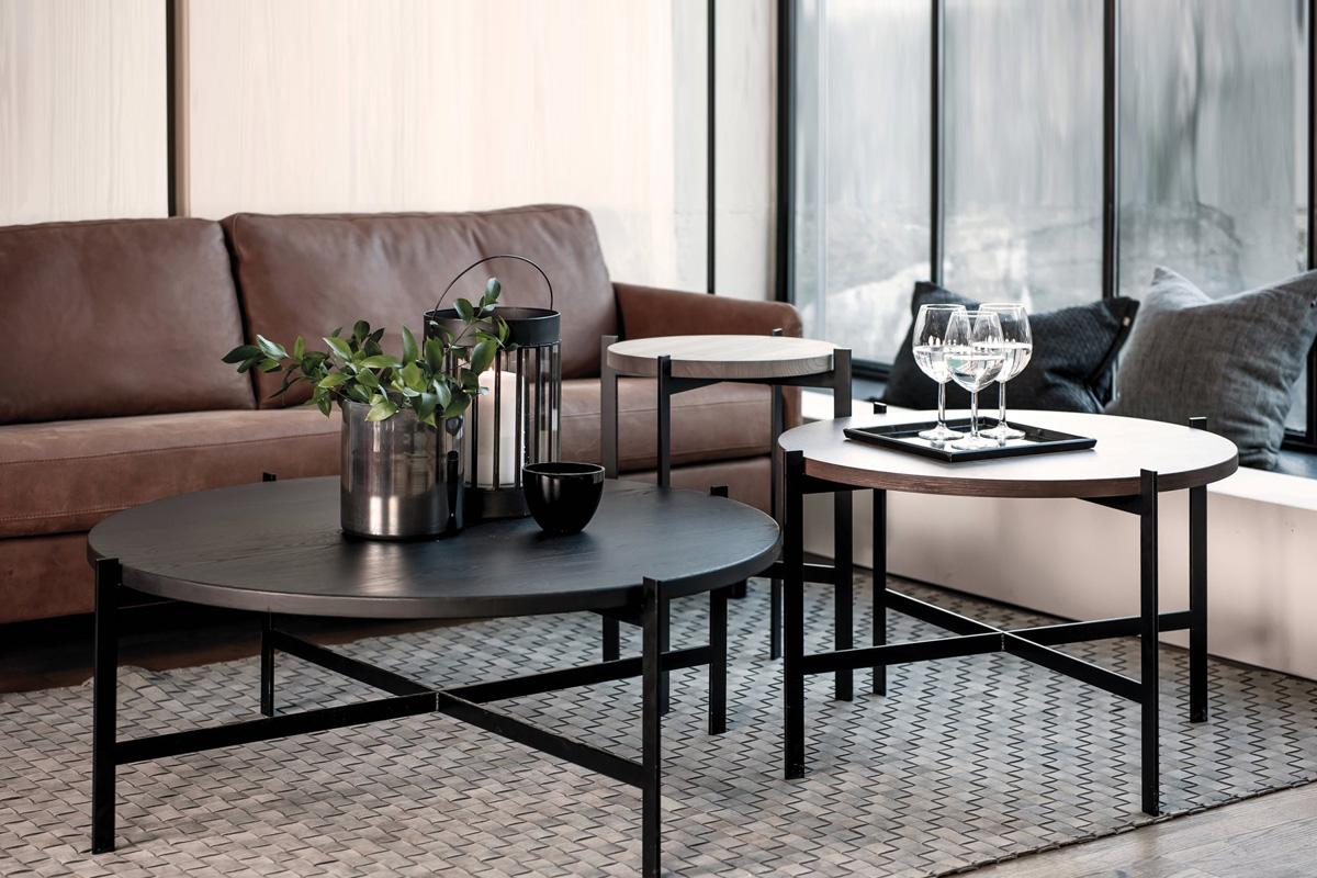 Smukke designer-sofaborde i massiv træ og stål, som du kan finde online hos BoShop.