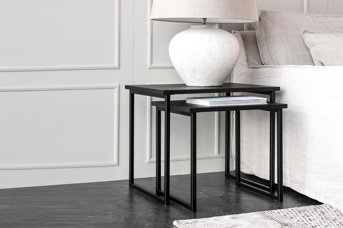 To sideborde står her placeret sammen i kombination med hinanden.