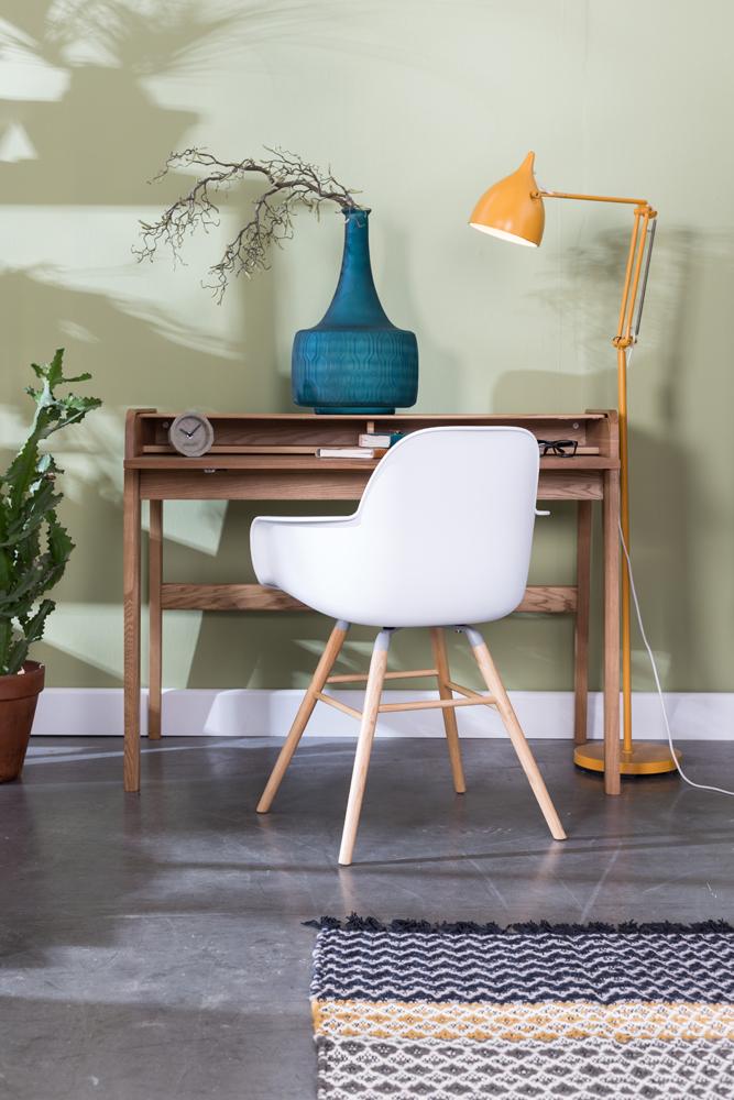 Vores design skriveborde er derfor helt perfekte til dig, som gerne vil have mere end bare et ordinært skrivebord.