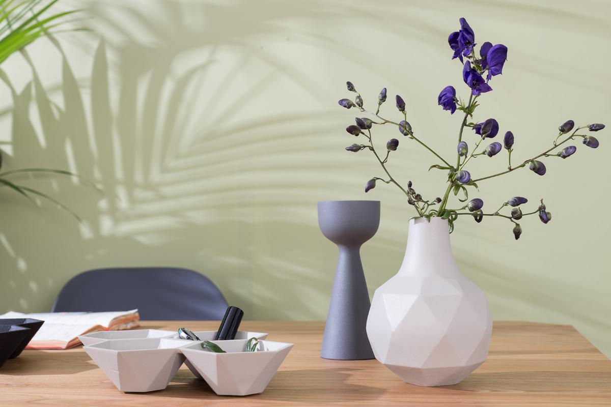Det er oftest de små detaljer og ting, der sætter prikken over i'et i indretningen af boligen, som her med en vase fra Zuiver.