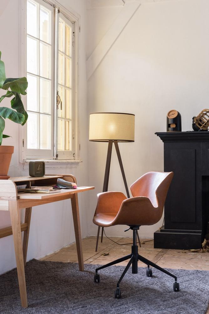 Den populære Nikki kontorstol er med sine praktiske hjul, justerbar højde og drejefunktion en flot kontorstol på arbejdspladen eller hjemmekontoret.
