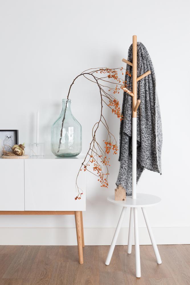 Med en stumtjener kan du hurtigt skabe plads til mere overtøj eller holde tingene ryddelige i din entré.