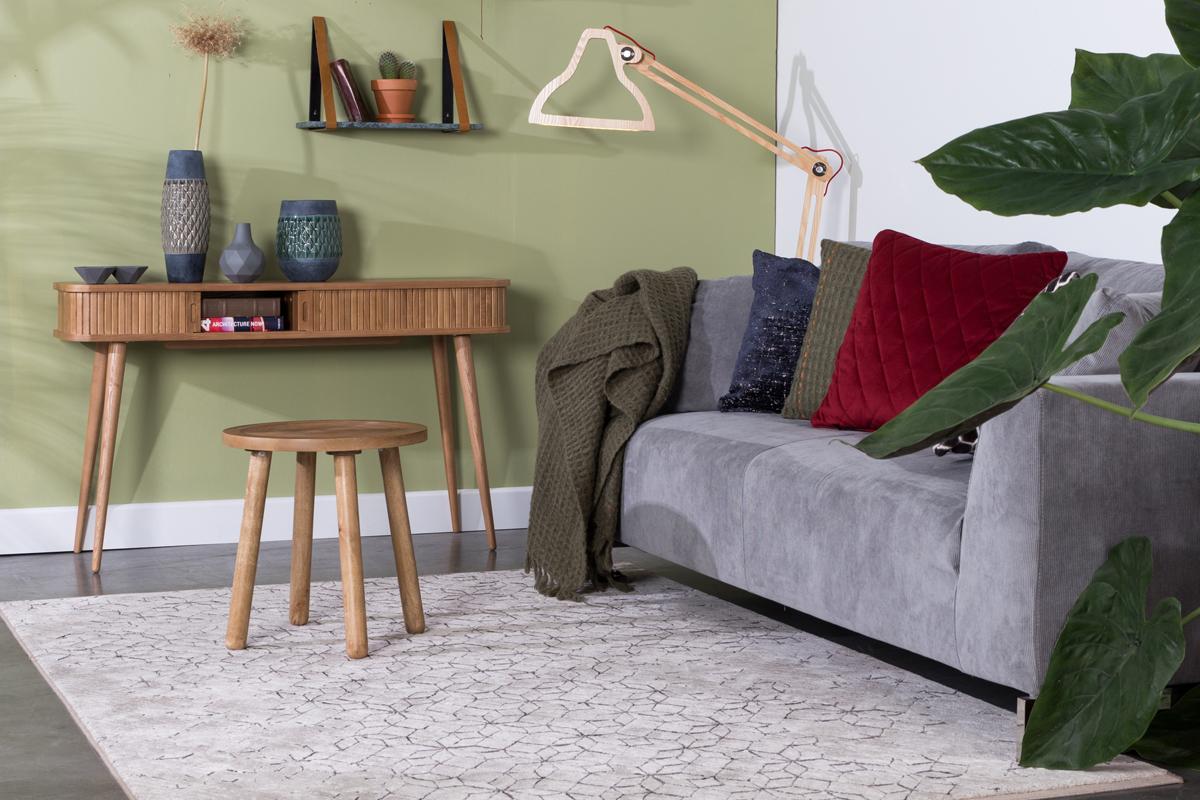Yenga tæppet er et flot tæppe med et grafisk mønster henover designet på tæppet.